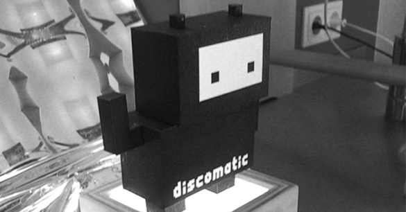 <figcaption>the discomatic paper robot on the set of a photo shooting</figcaption>